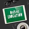 Online-Bildung-Konzept, Arbeitsplatz mit Geräte