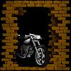 Chopper, Motorrad in Brechen Ziegelmauer