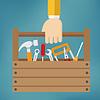 Vektor Cliparts: Hand mit Werkzeugkasten
