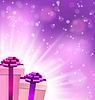 Zwei Geschenk-Boxen in lila Farbe mit Licht auf violettem