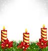 Kerzen mit Pinien und Poinsettia auf Graustufen-