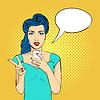 Pop-Art-Frau Gesicht mit offenem Mund halten Telefon